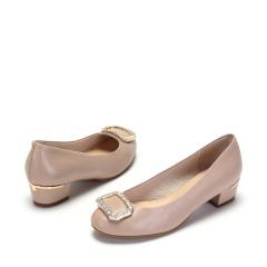 达芙妮简约方钻扣饰粗跟舒适羊皮单鞋1017101076