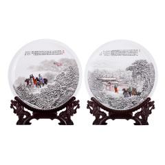 《三顾茅庐》粉彩雪景珍藏对盘 货号123846