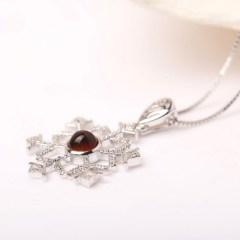 琳福珠宝 天然琥珀纯手工镶嵌红蓝珀雪花S925银项链